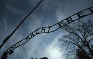 holocaust_gates_430_300_470x300